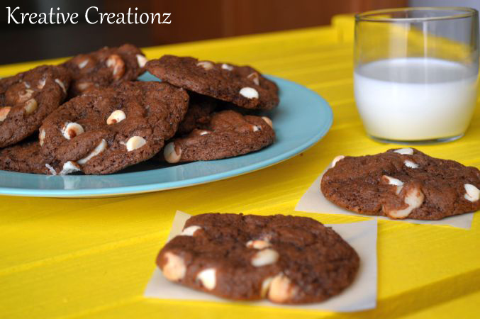 This Double Chocolate Macadamia Cookie is the best macadamia nut cookie you'll ever taste. This chocolate macadamia nut cookie recipe will leave you craving for more white chocolate chip cookies. - The Kreative Life