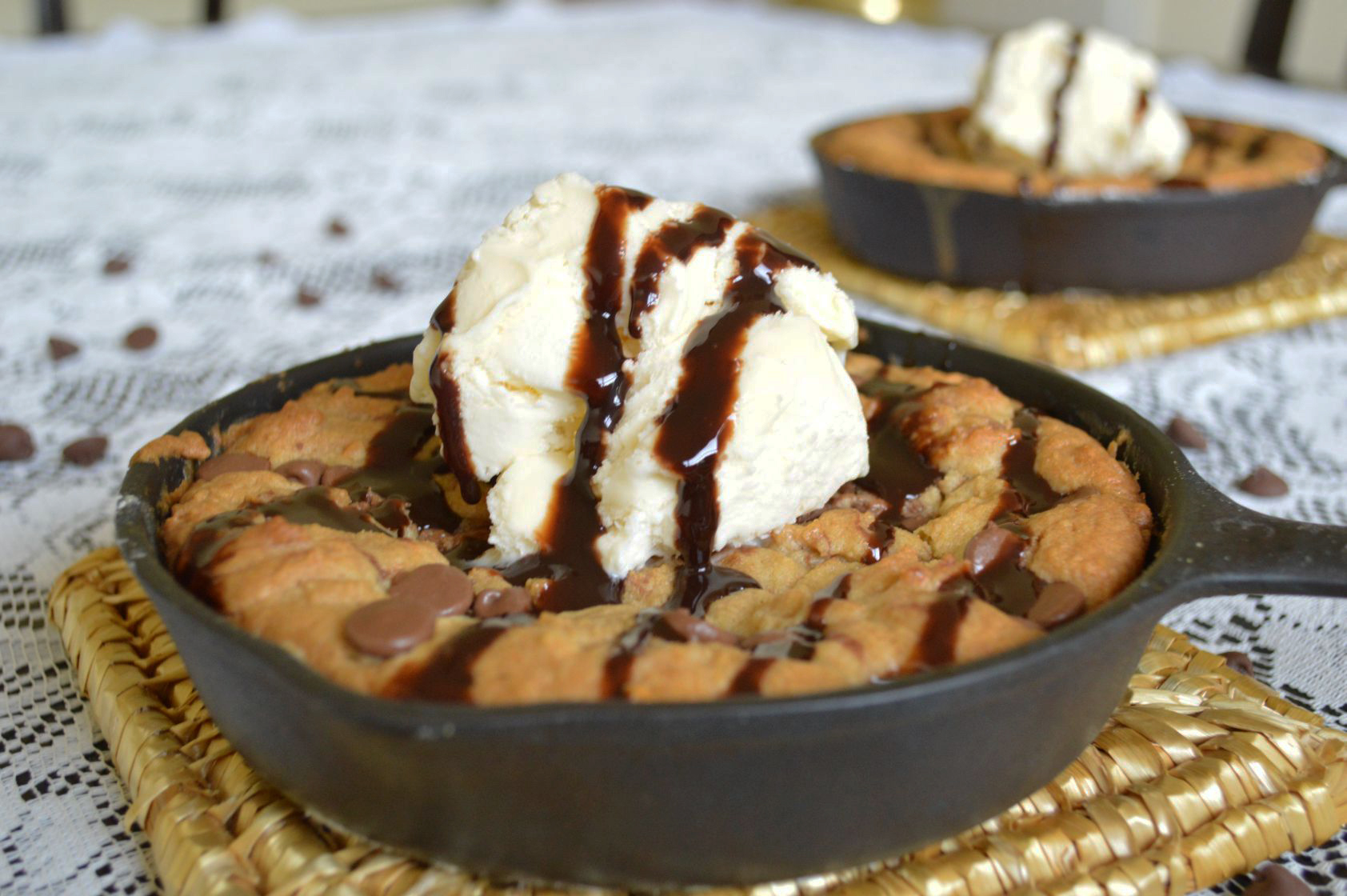 The best cast iron chocolate chip recipe is right here! Top this iron skillet cookie off with some ice cream and you'll have the perfect dessert! - The Kreative Life