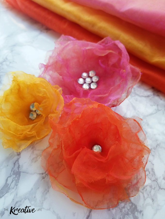 If you ever wanted to know how to make organza flower hair pins for weddings or bouquets this diy organza flower tutorial is perfect! - The Kreative Life